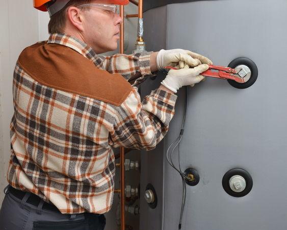 24976404 - plumber at work